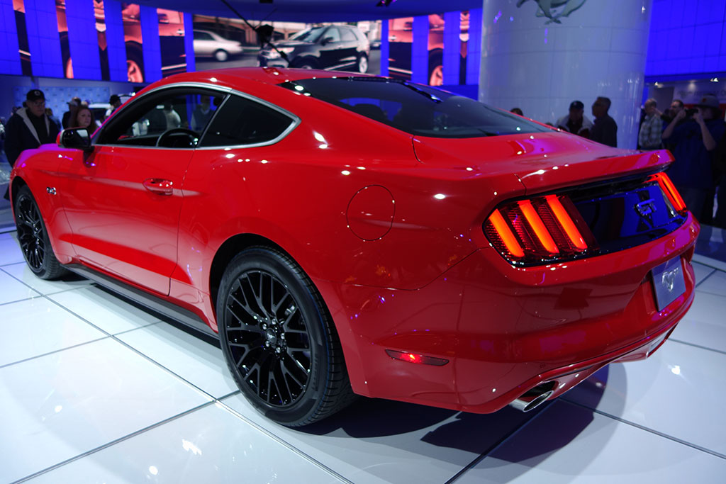 rear 3/4 view of the 2015 mustang gt