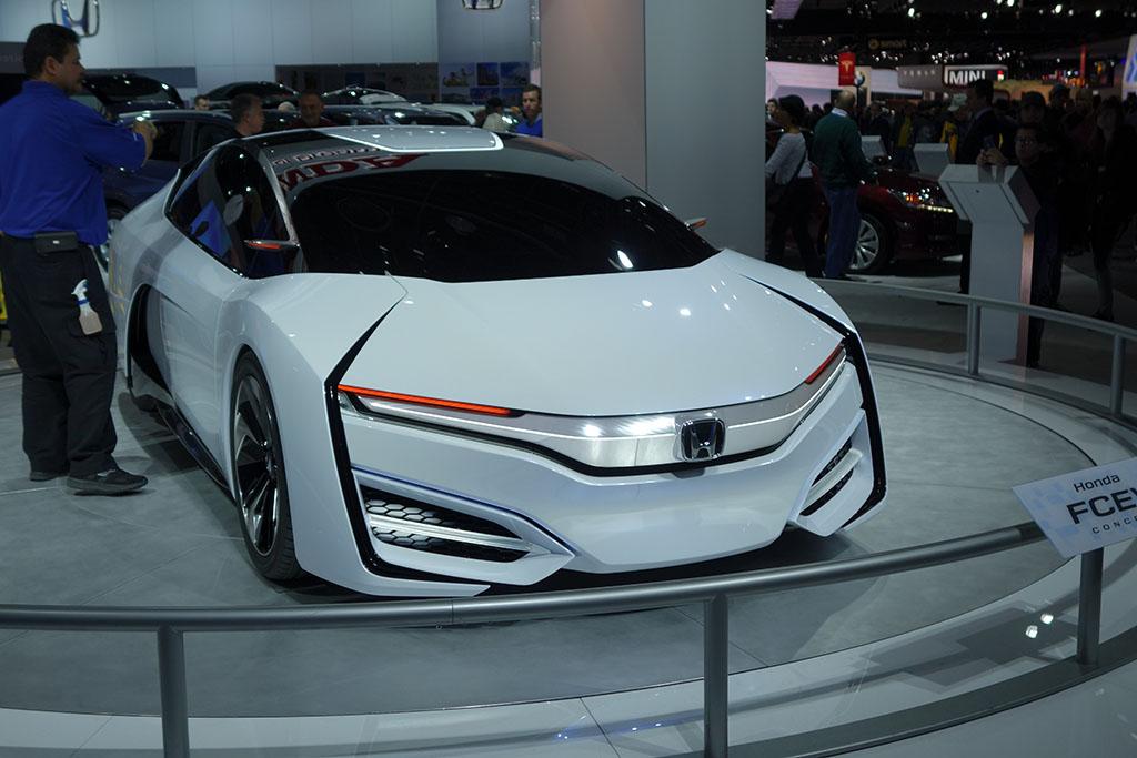Honda FCEV front view
