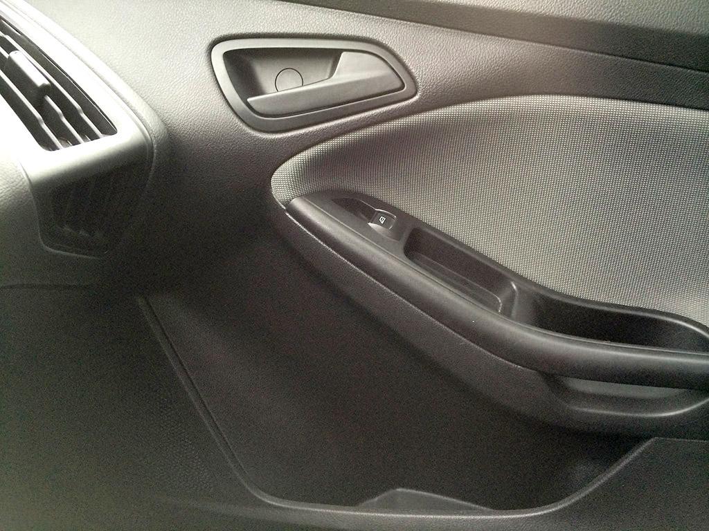2013 ford focus passenger side front door panel
