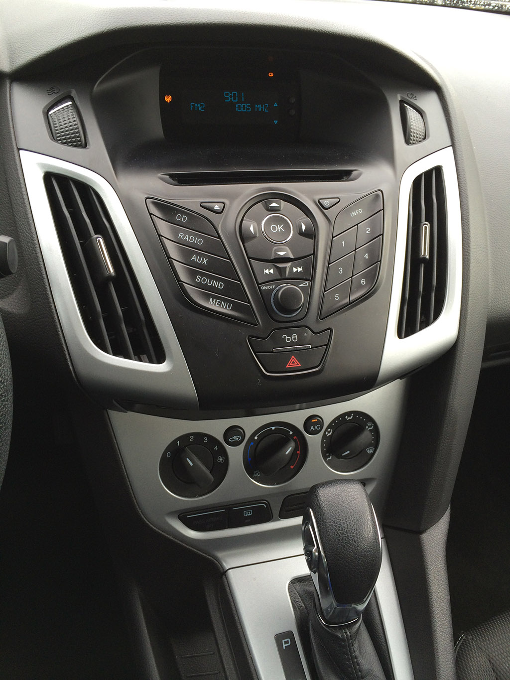 focus ford console sedan center se