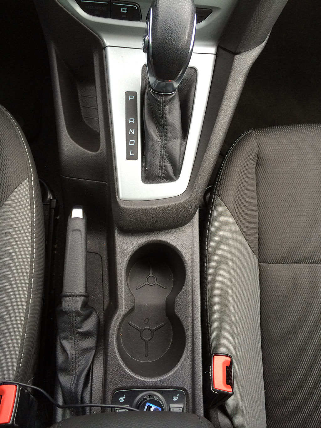 2013 ford focus cup holders