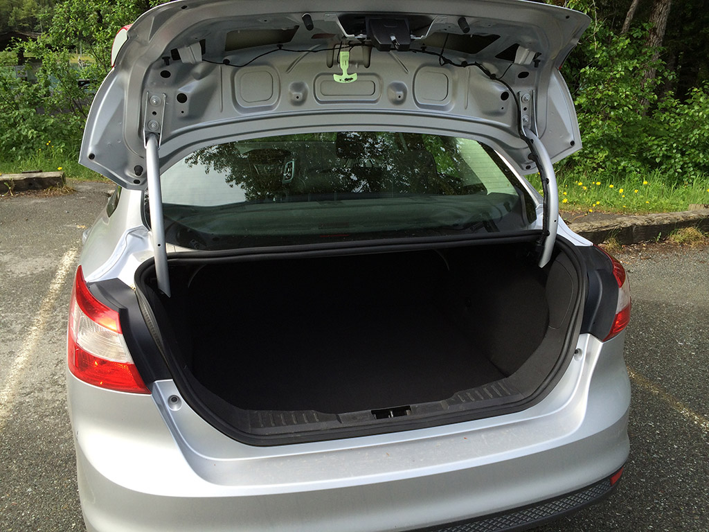 Ford Focus trunk space