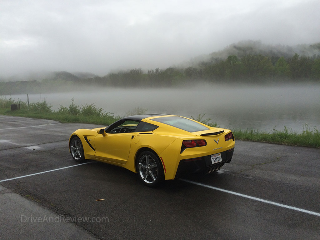 c7 corvette in the fog