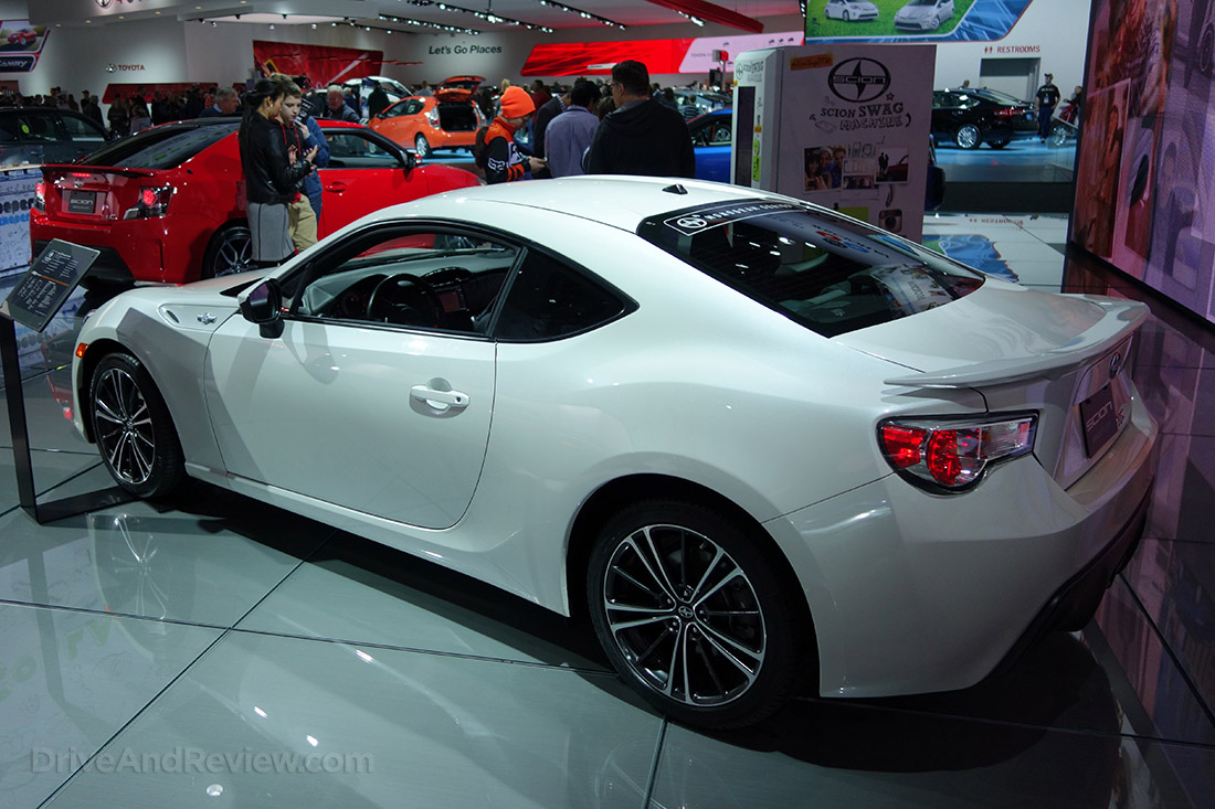white scion FR-S
