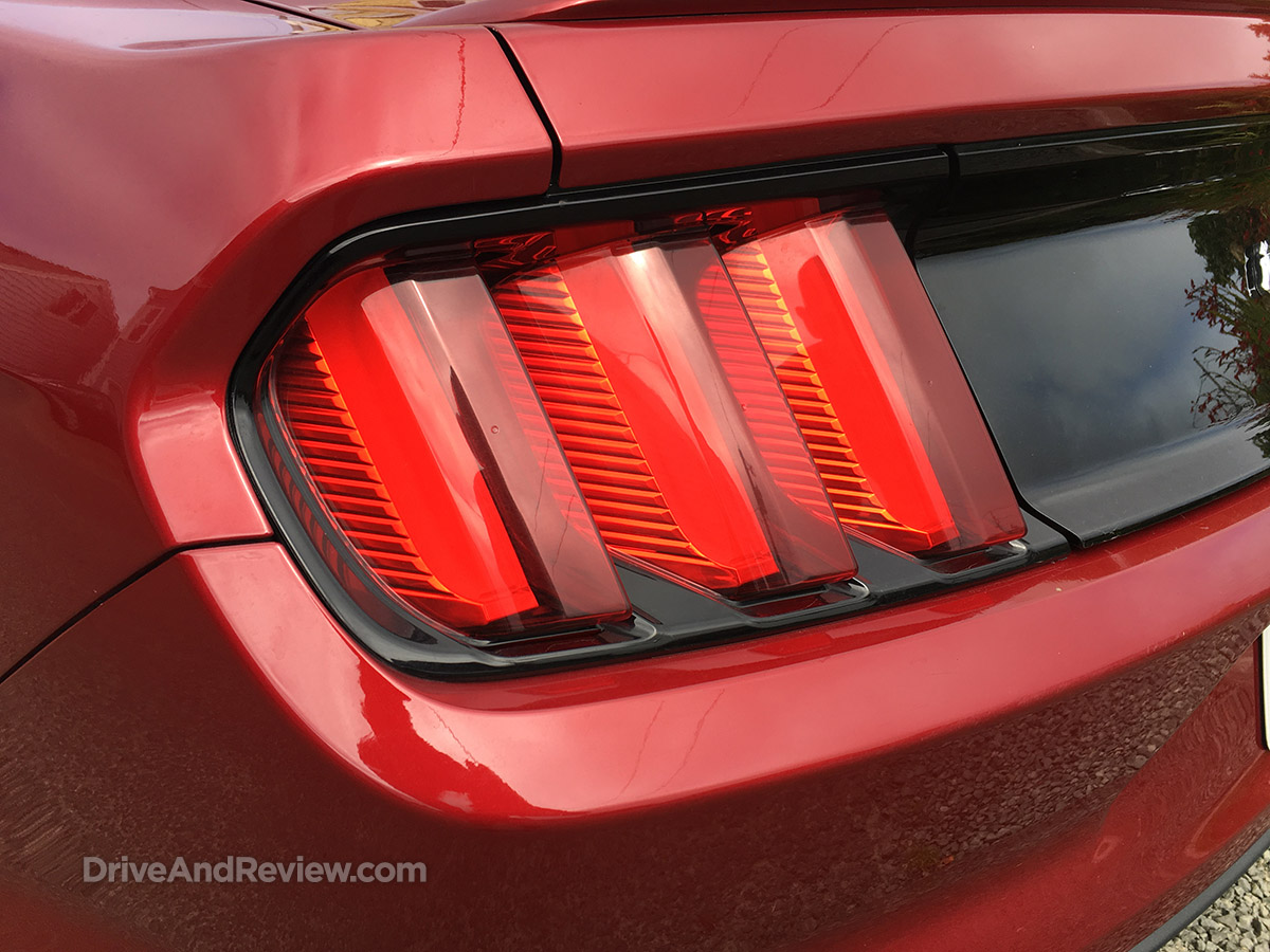 2015 ford mustang louvered tail lights