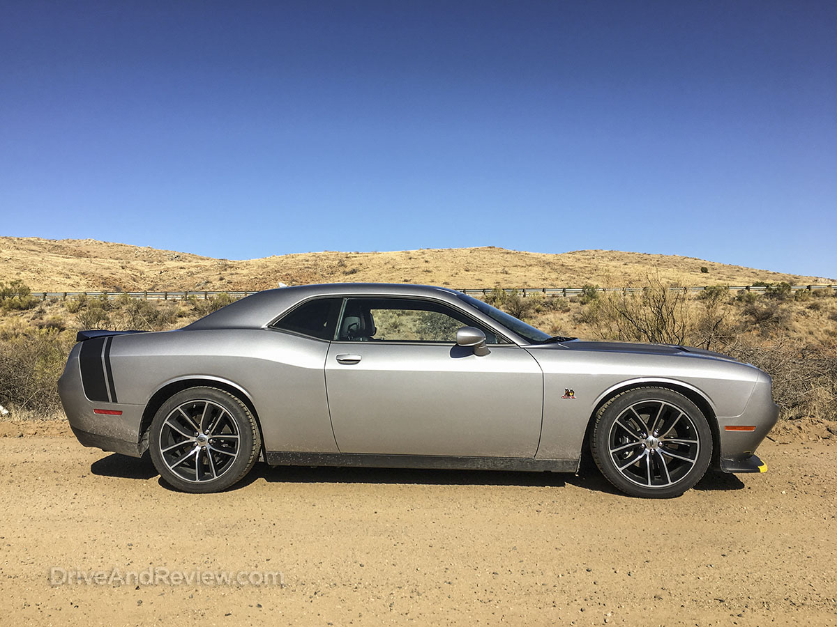 2018 dodge challenger R/T side view