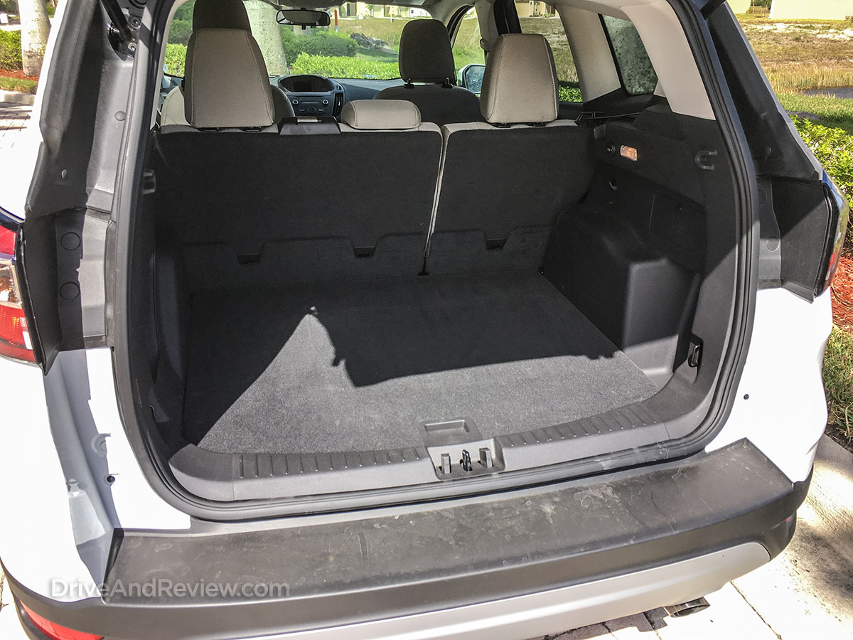 2018 ford a scape cargo room