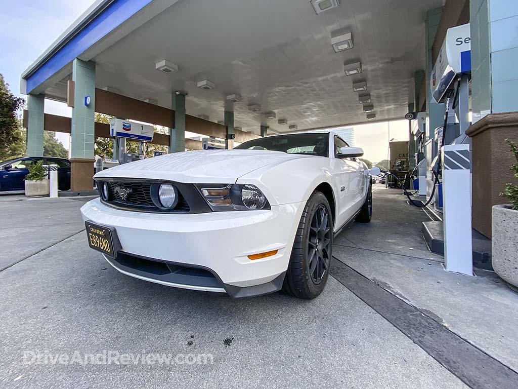 White Mustang GT