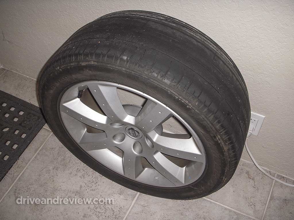 2004 350Z tire and wheel
